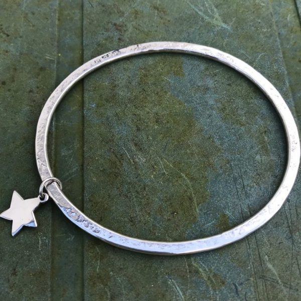 Bangle - B01 -Silver 3mm hammered texture bangle with silver star charm