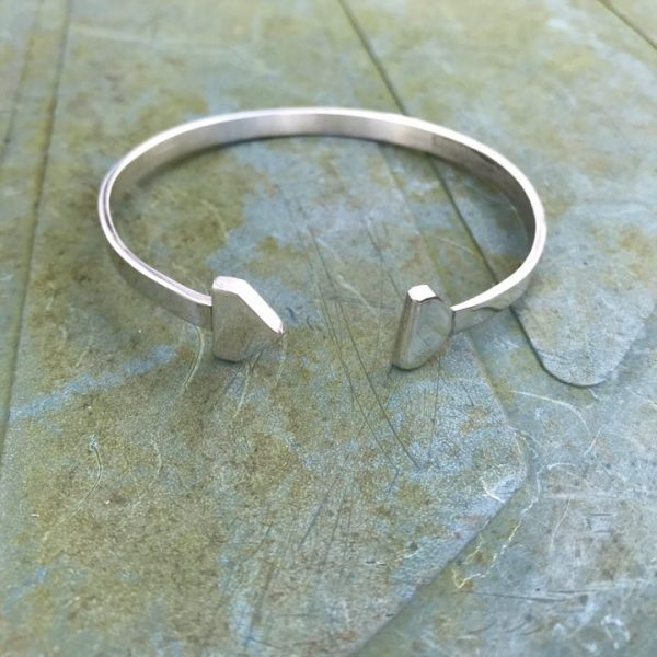 Bangle - B04 - Silver polished 'Cupid's arrow' open bangle