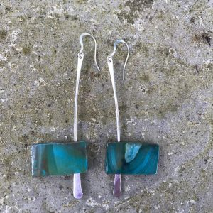 Earrings - E04 - Silver and rectangular green agate dangly earrings