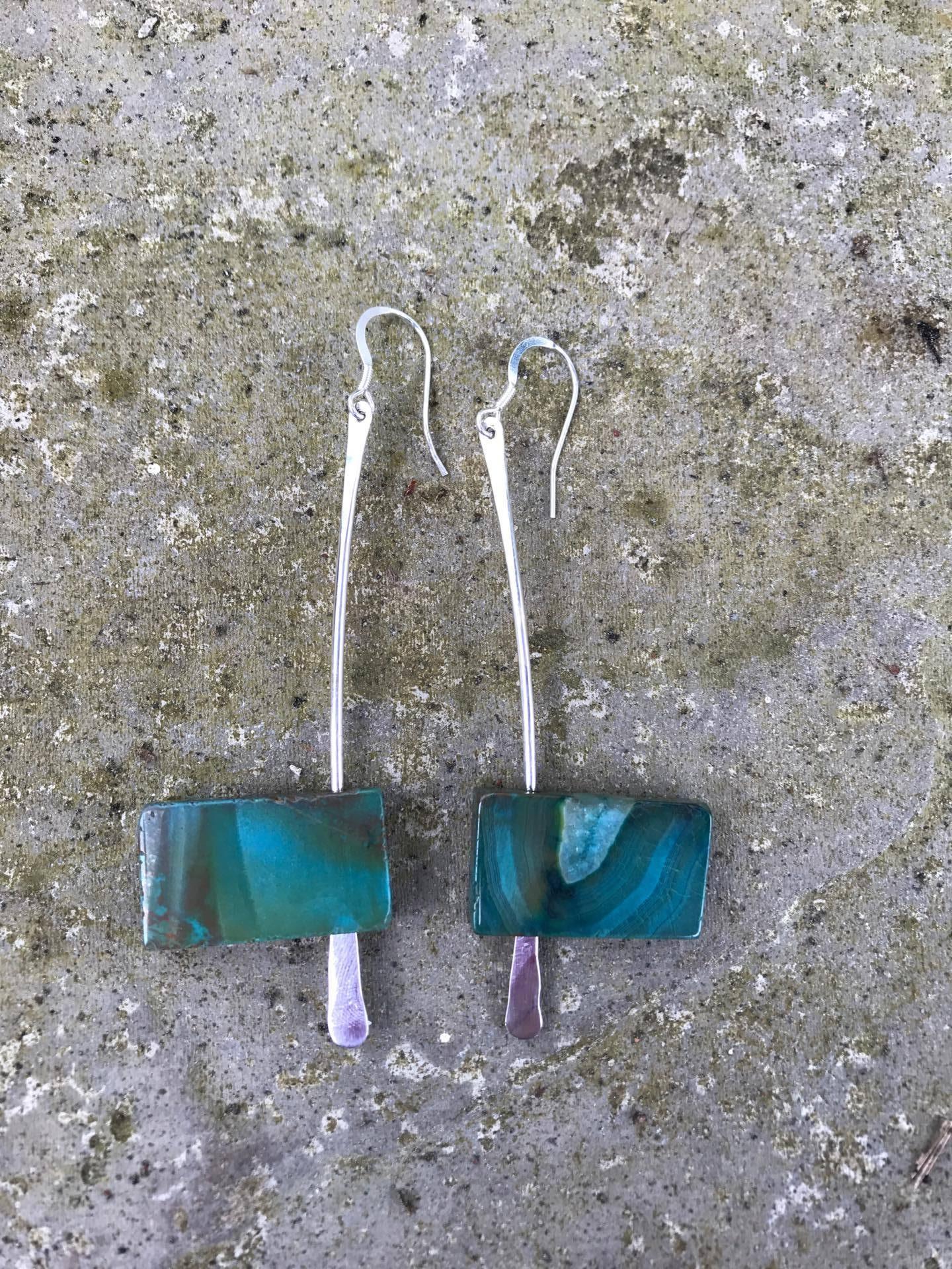Earrings - E04 - Silver and rectangular green agate dangly earrings