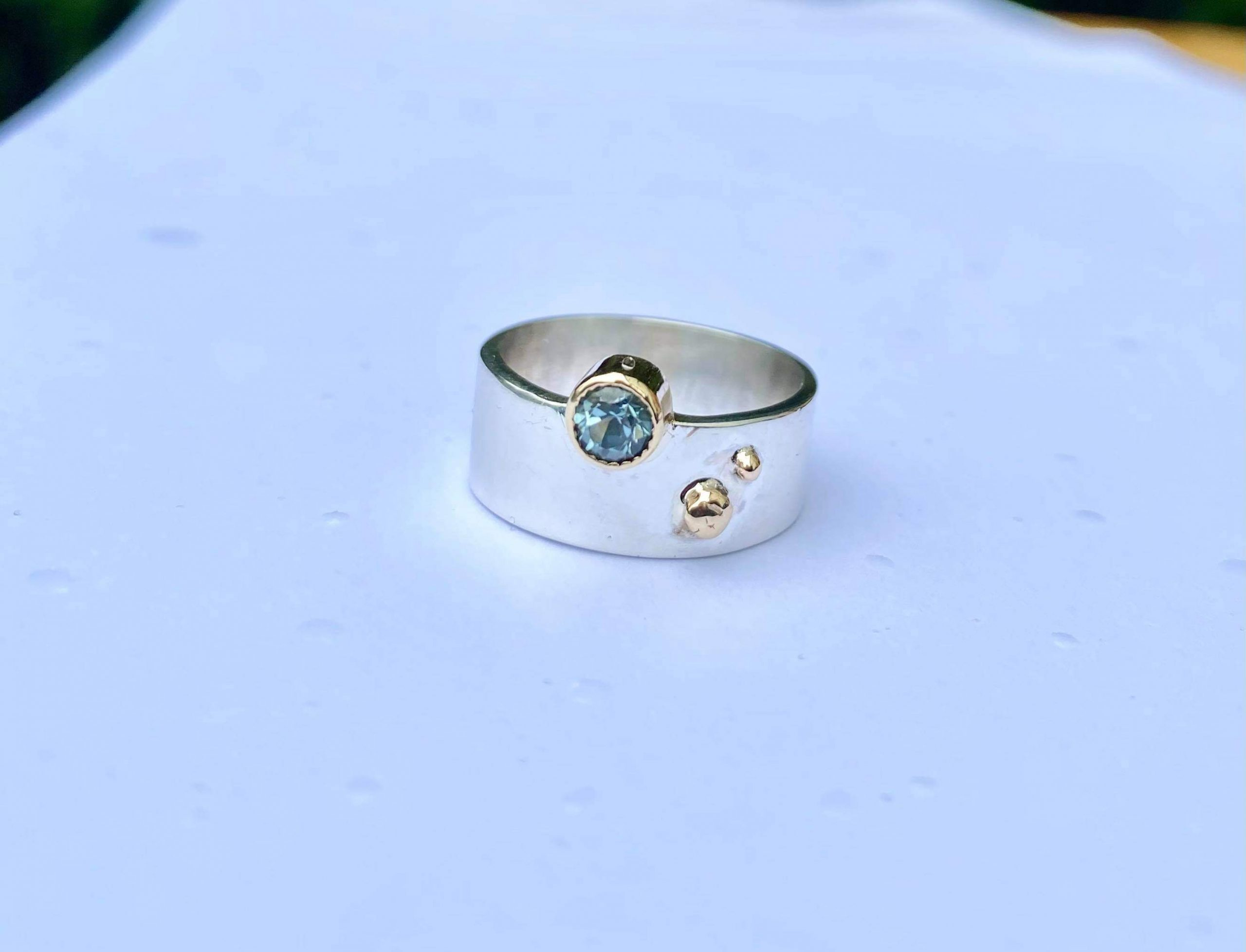 SILVER 7MM BAND WITH BLUE TOURMALINE